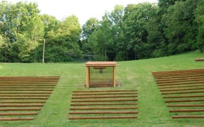 Hezké dřevěné posezení na Horečky festu – Pohodlný festival :-)